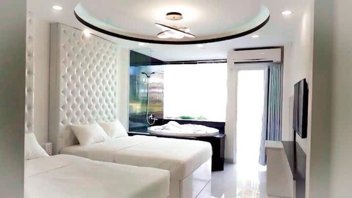 Center-Luxury king size SPA Thanh Ly Guesthouse A+