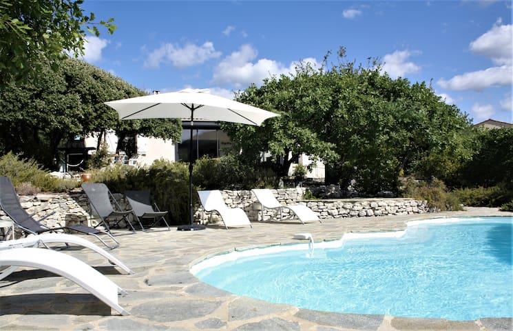 Villa avec piscine et vue sur Mont Ventoux