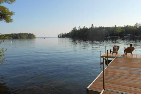 Sebago Lake- Lakefront 2B/2B Cottage- Private Dock