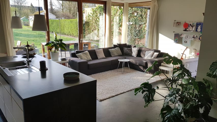 Spacious house with large garden close to center
