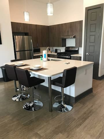 Contemporary clean 2 BD in Brentwood/Cool Springs!