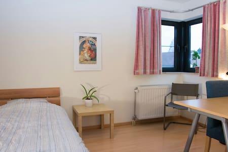 Private  room Diepenbeek in green environment. - Diepenbeek - Rumah