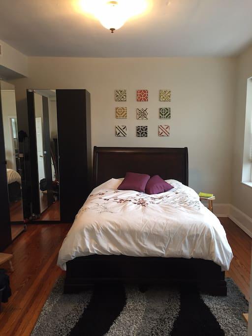Queen bed great spacious bedroom lots of light