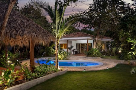 2 minutes walk from the beach with a pool! - Tola
