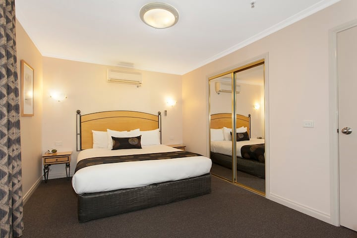 1BD Metropole Central (No cleaning fee) Free WiFi