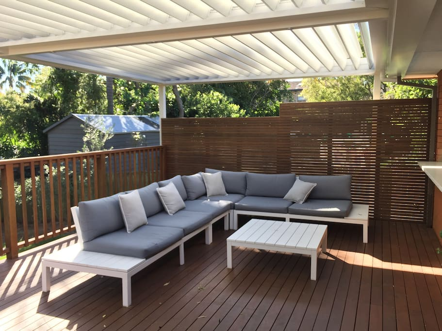 Outdoor deck with opening Vergola/roof system
