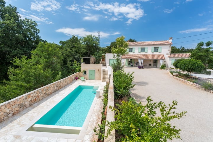 Stone Villa Levanda With Private And Heated Pool