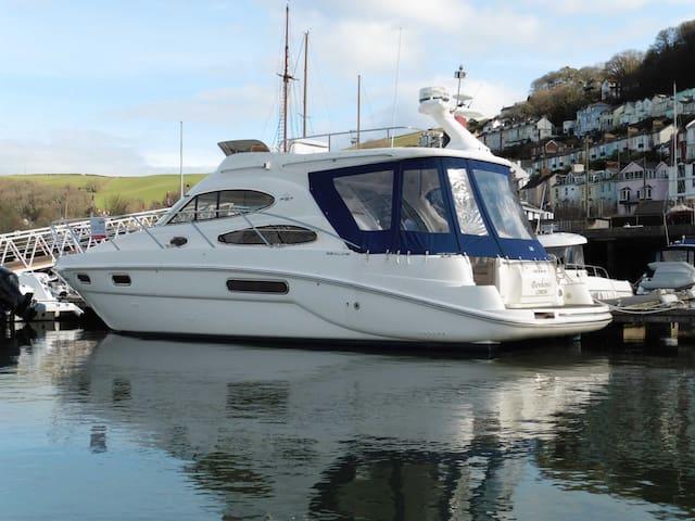 Paradise Sealine F37 - Torquay Marina Devon