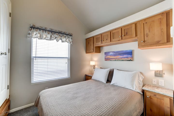 The master bedroom has a queen size bed and plenty of storage space for belongings.