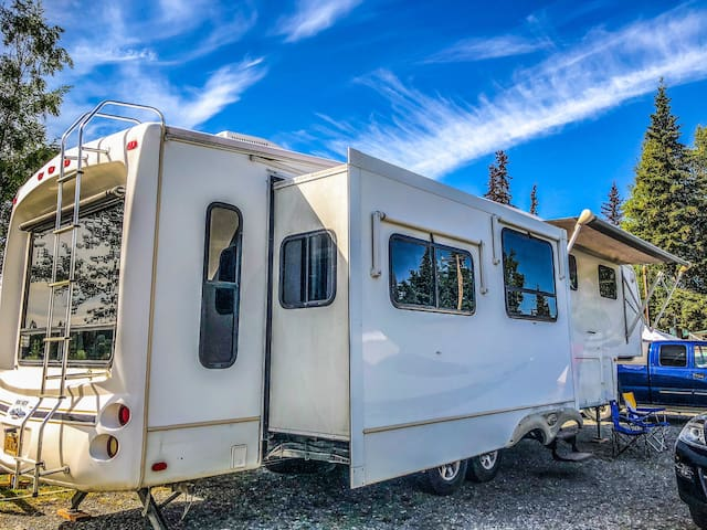 RV Rental with mountain view perfect for couple