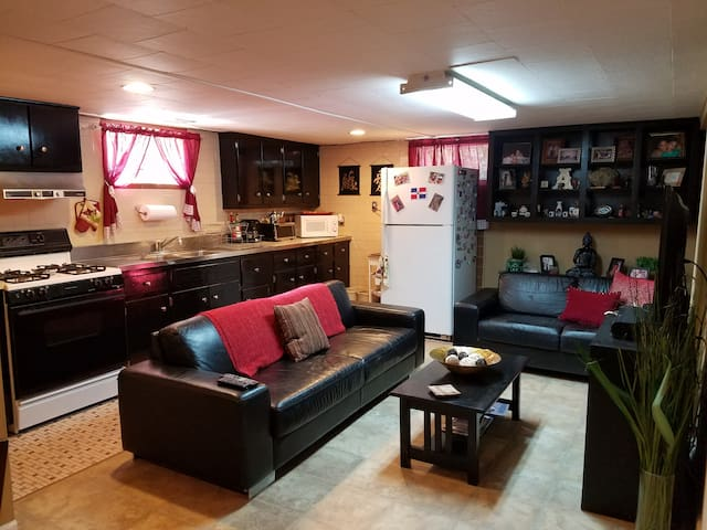 Clean & cozy basement apartment, 10 min to JFK - Valley Stream - House