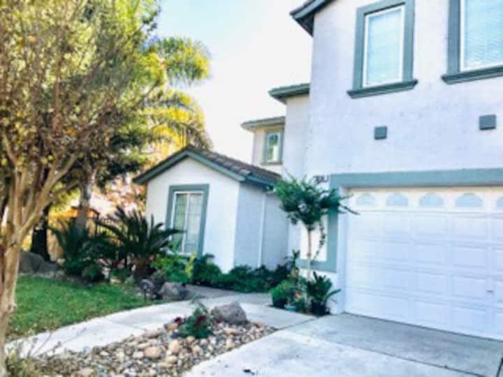 Huge home in quiet neighborhood Stockton Lodi area