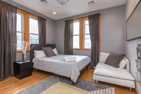 Large Private Room in Heart of North End 1 - Boston