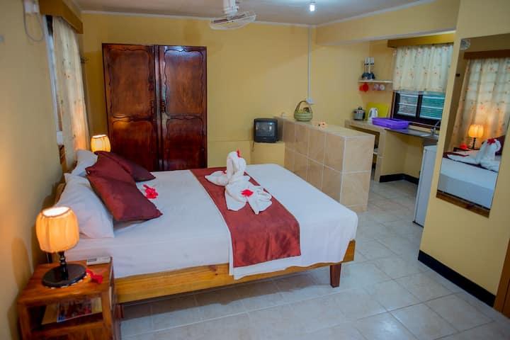 Ground Floor Room with Kitchen -Georgina's Cottage