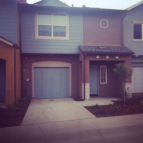 Brand new home in quiet countryside - Atascadero  - Huis