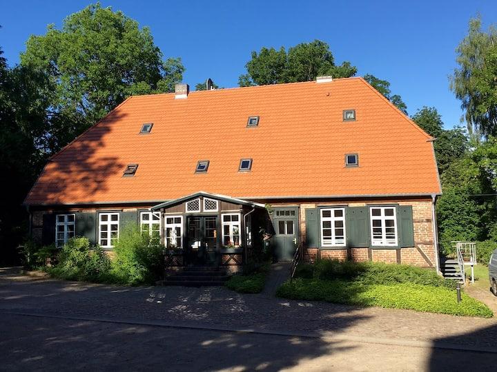 Schönes Gästezimmer in altem Pfarrhaus