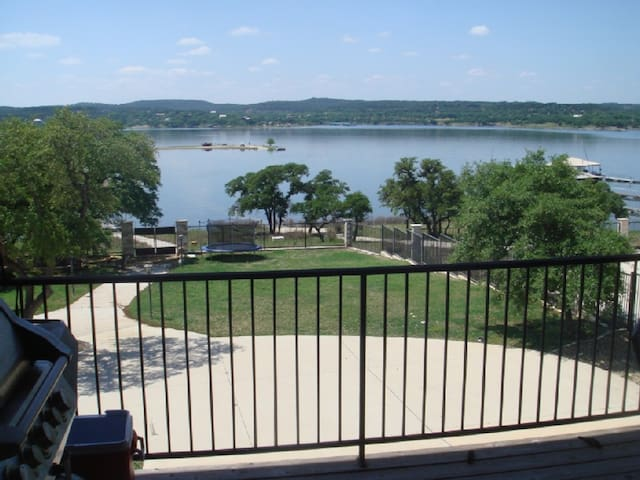 Lake Travis Waterfront Compound dock w/55 reviews - Lago Vista - Rumah