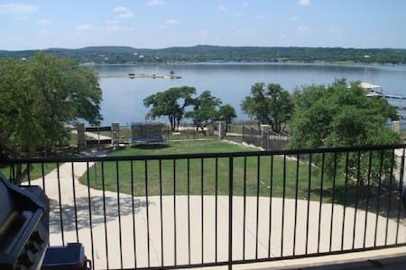 Lake Travis Waterfront Compound dock w/55 reviews - Lago Vista - Huis