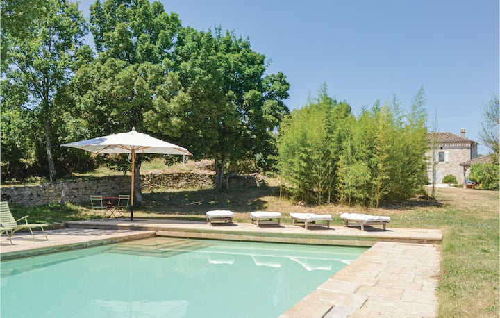 Beautiful home in Carnac Rouffiac with Outdoor swimming pool, WiFi and 3 Bedrooms
