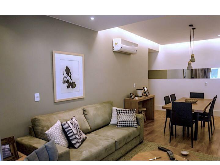 Charmoso apartamento em Condomínio com piscina
