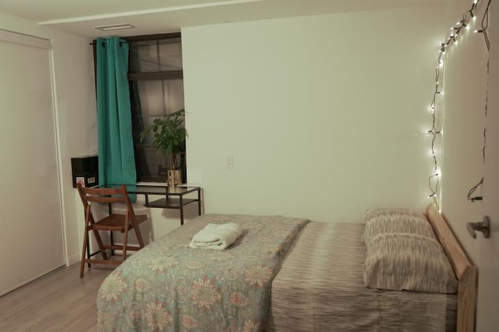 Comfortable room in the heart of downtown