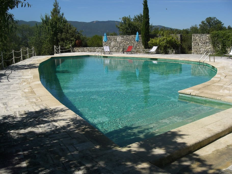 Piscine partagé avec 4 autres maisons - shared pool with 4 units