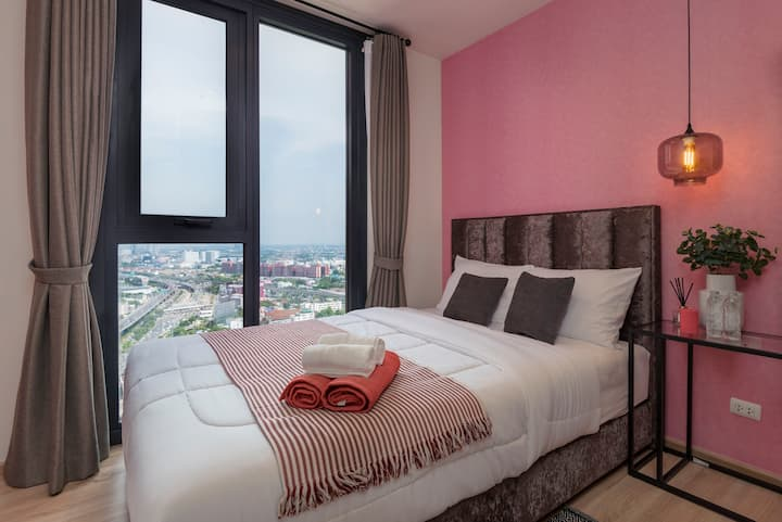 Green Life Brand New Condo 700m from Airport Link