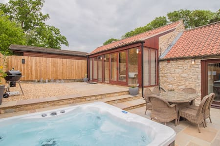 Dalby Cottage | sleeps 6 - Hot Tub, Dog Friendly - 5* Gold