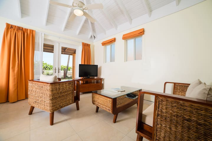 Gorgeous 2 Bedroom Cottage by the Sea