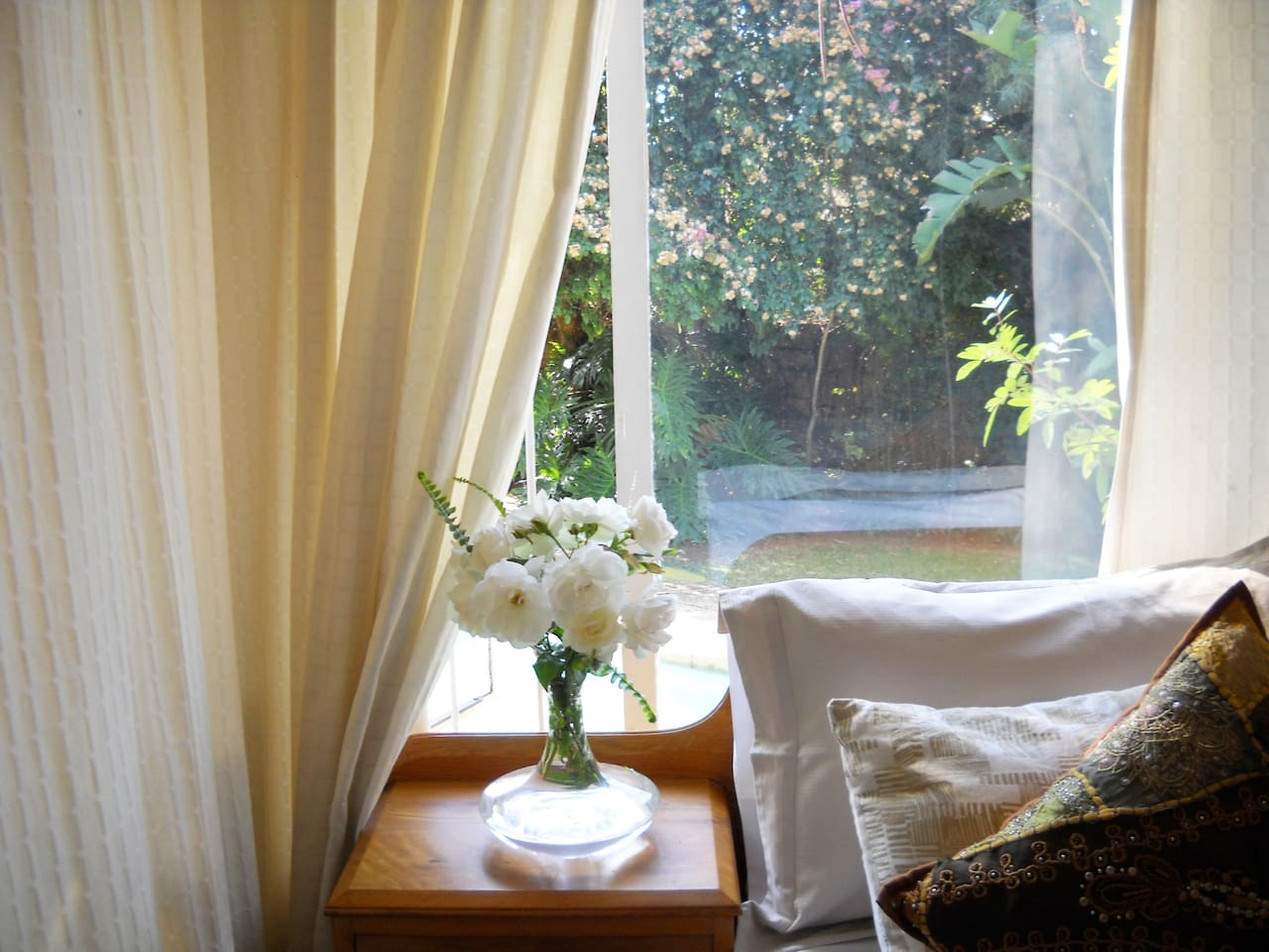 Beautiful Double Room with view onto swimming pool and garden