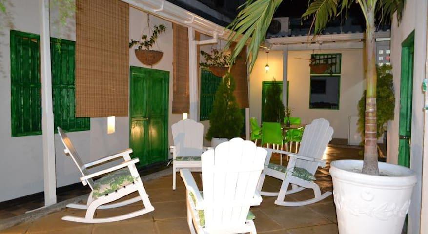 Green House Hostel Cartagena - Barrio San Diego - Cartagena - Bed & Breakfast