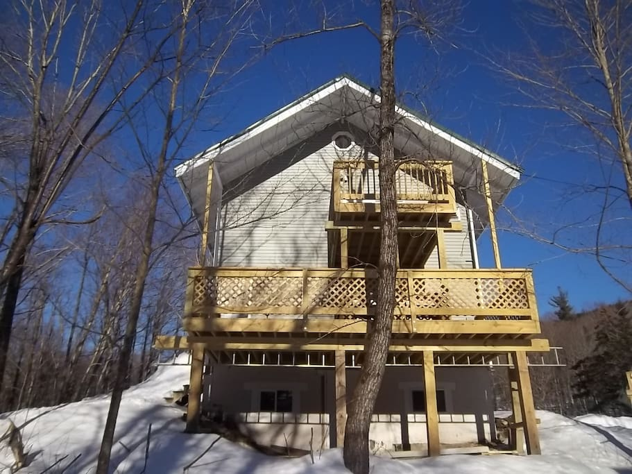 The back of Chalet North and it's 2 decks.