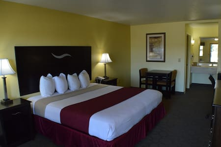King bed hotel room w/Breakfast (Scottish Inn) - Fort Worth - Boutique-hôtel