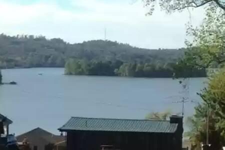 Stunning lake views!