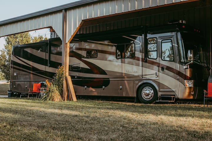 Class A Motorhome - camp on a farm near Miami Uni