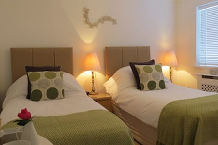 Skies Call Bed & Breakfast - Steeple Claydon