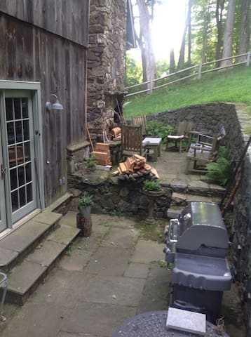 Outdoor fireplace, grill