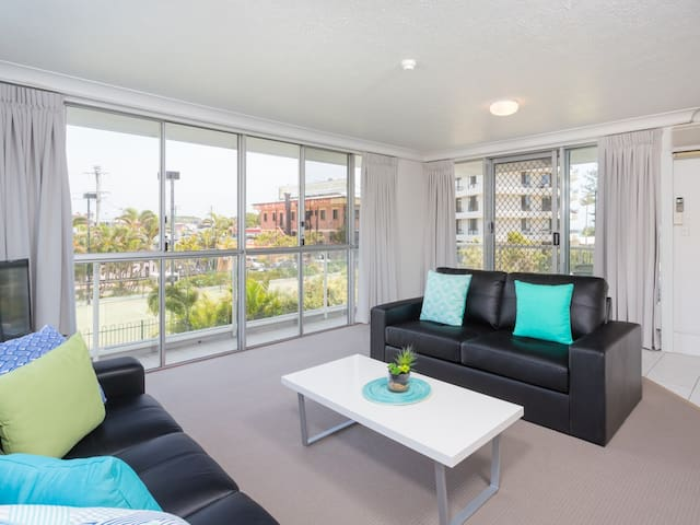 Location Location - Burleigh Heads - Apartment