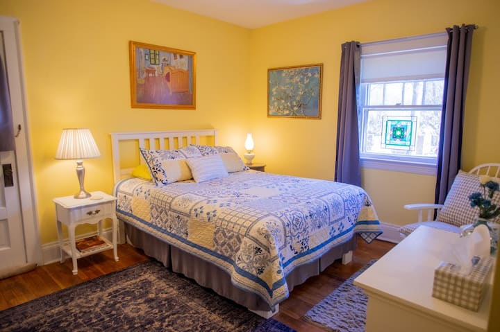 Cheerful Room, close to CCF, UH, CWRU & Downtown