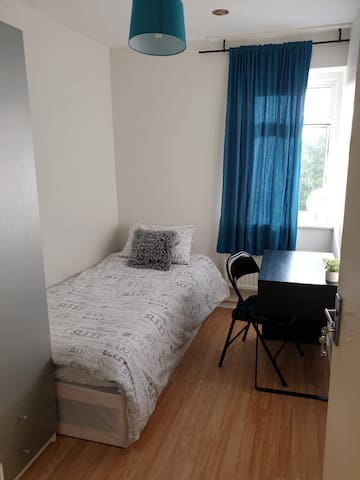 Comfy room near Canary Wharf(3), E14 London, Metro