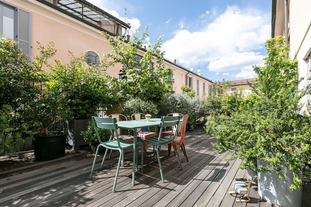 cozy quiet apartment with a flowered terrace wohnungen zur miete in mailand lombardia. Black Bedroom Furniture Sets. Home Design Ideas