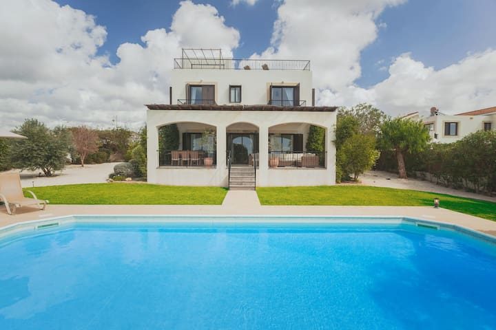 4 Beds Sea view  Villa Venus with a Heated Pool