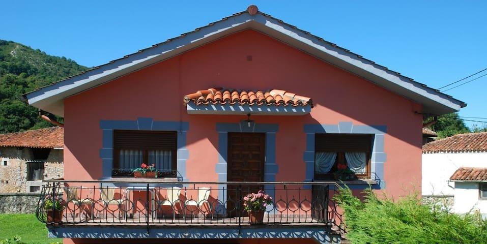 La casa de Carolina, corazón de Picos de Europa. - Avín