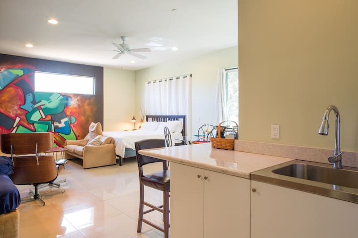 Separate Studio Apartment in Central Scottsdale