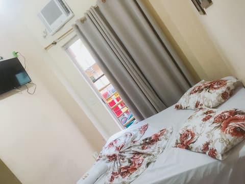 Hotel mãe Rainha  Quarto CASAL com recepção 24hrs