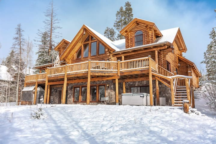 Instagram Famous Luxe Cabin | Hot Tub Views | Game Room | Sleeps 18!