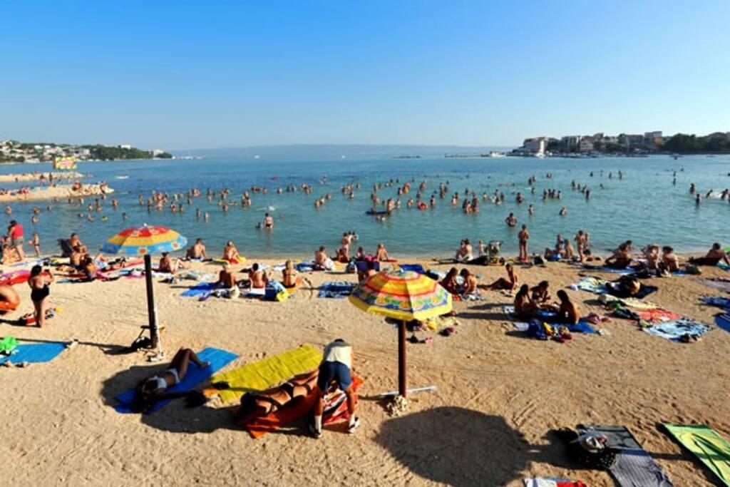 local beaches 10 min walk with plenty of bars, restaurants and shops around