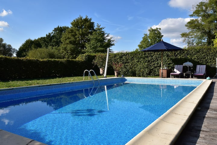 Particularly beautiful and stylish house with large garden and swimming pool