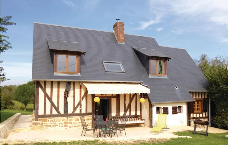 Holiday cottage with 3 bedrooms on 124m² in Vimoutiers