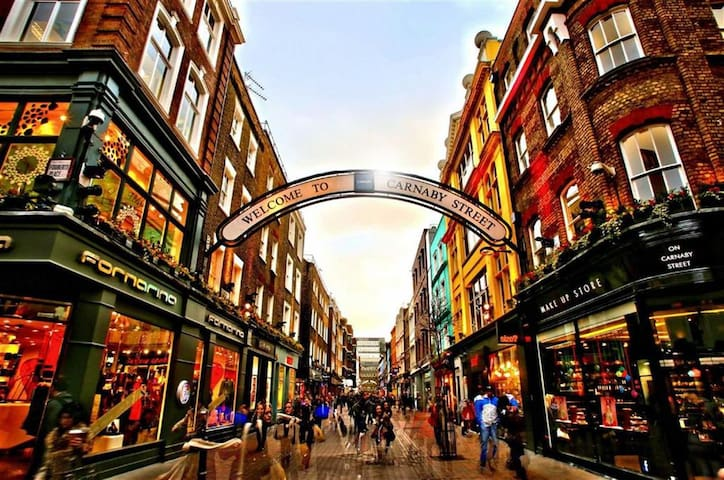 London on your doorstep! Live like a local in Soho